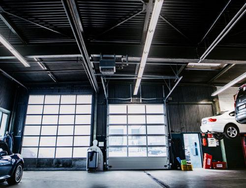 Beleuchtungstechnik für eine Autowerkstatt